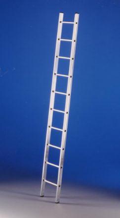 Scala stretta semplice d'appoggio a pioli ad un tronco di salita.